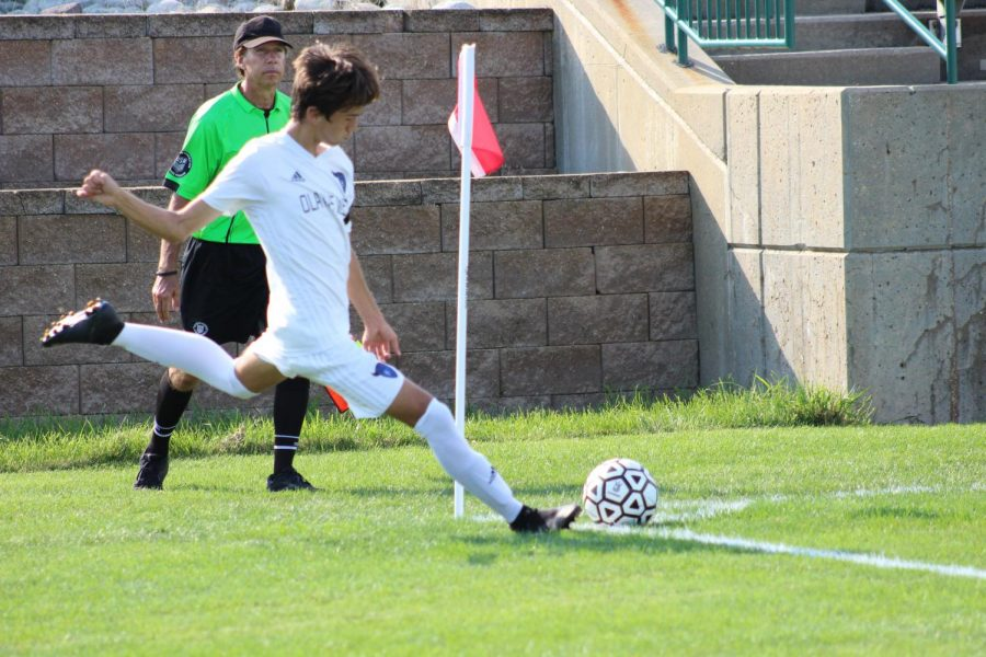 Varsity Boys Soccer Kicks Off the Season