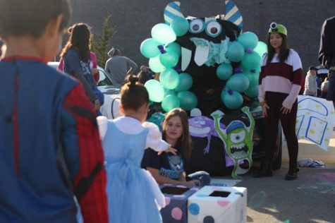 Photo Slideshow: Trunk-or-Treat