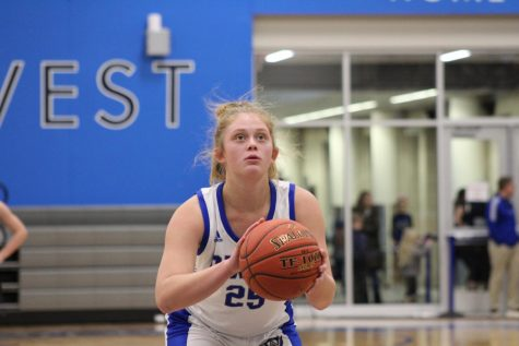 OW vs. ONW Basketball: Sophomore Kendall Starcevich prepares to shoot a free throw during the third quarter.