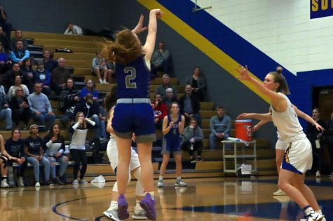Junior Mackenzie Hart scores the last second, game-winning point at the Feb. 21 game against Olathe South.